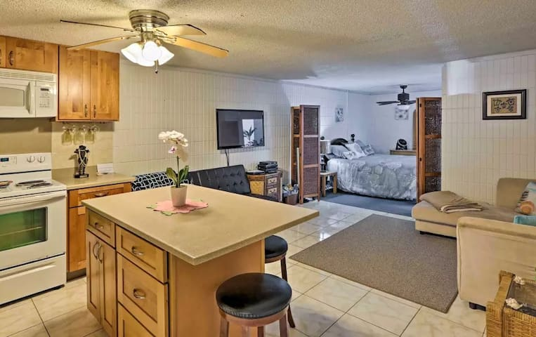 This full sized and renovated studio features ground floor walk out to the beach.