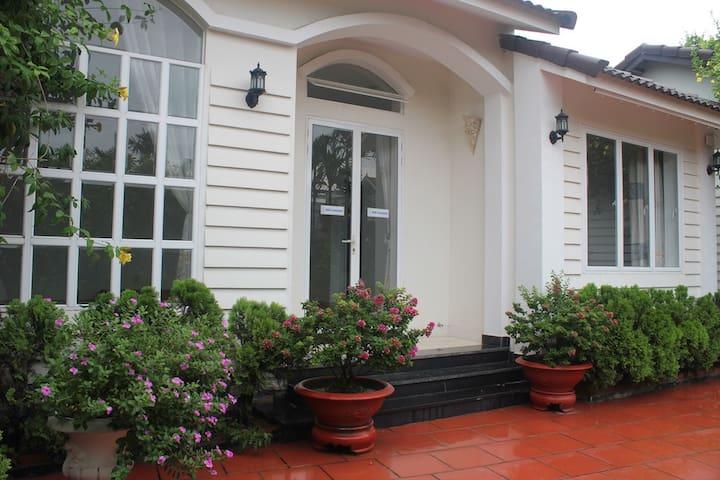 Cozy Garden Residence