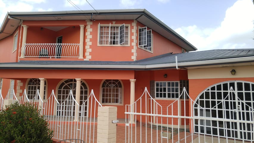 Comfortable, spacious home away from home - Longdenville - Apartemen