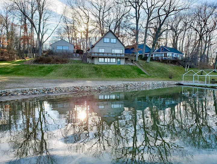 The Cottage on Burgess Lake-Private Oasis All Year