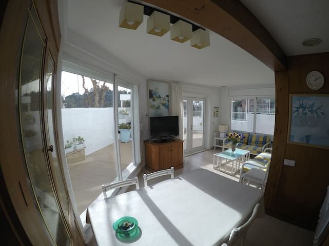Private 3 bedroom house just 5 min to the beach!