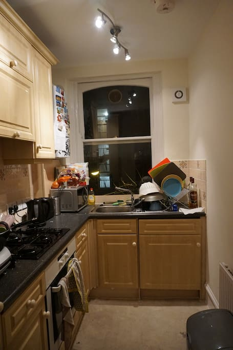 Double room in fulham london apartments for rent in for Discount bathrooms fulham
