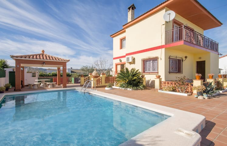 Stunning 4 bed Villa, Private Pool near Barcelona