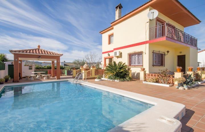 Stunning 4 bed Villa, Private Pool near Barcelona
