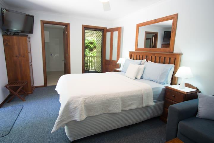Rainbow Beach Cooloola Room