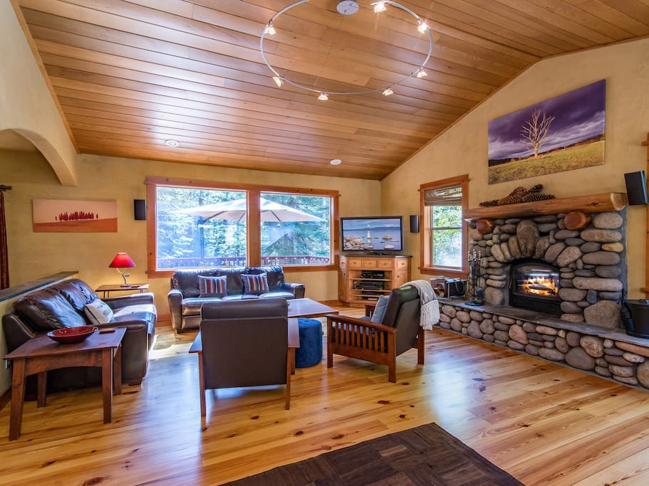 Living room with plank flooring and a wood burning fireplace, professionally cleaned by TurnKey.