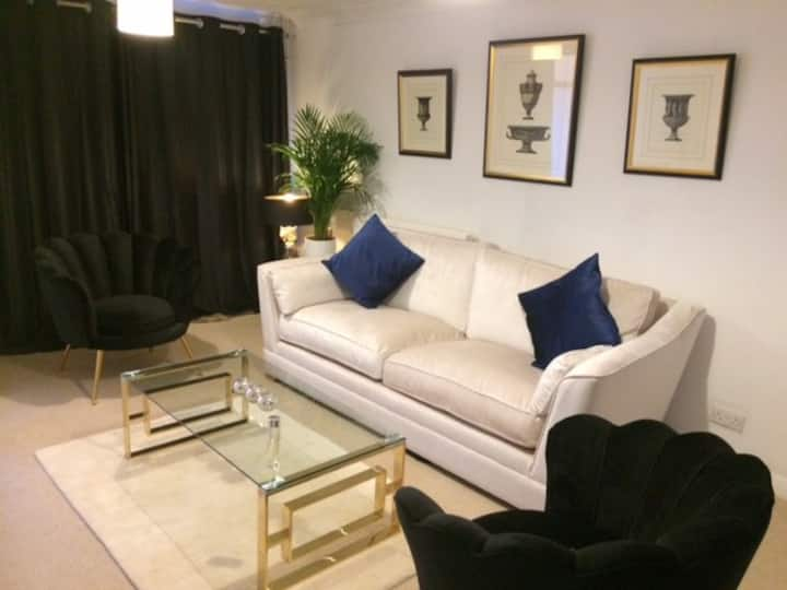 2 Bed Boutique house, pets welcome & long stays