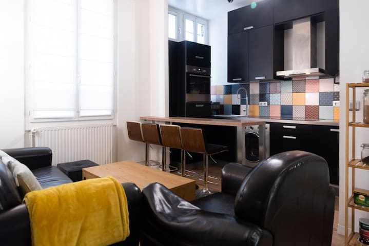 Exceptional studio close to PERE LACHAISE - Professional Cleaning
