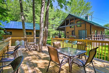 White Mountains Cottage w/ Mountain & Lake Views!