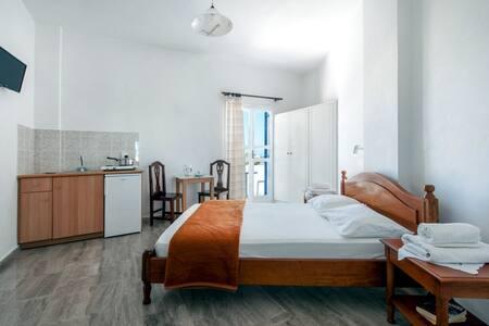Twin Room-2 - Kamari - Pis