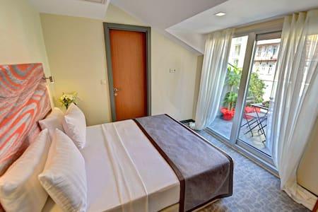Superior Room Whit Terrace - Şişli