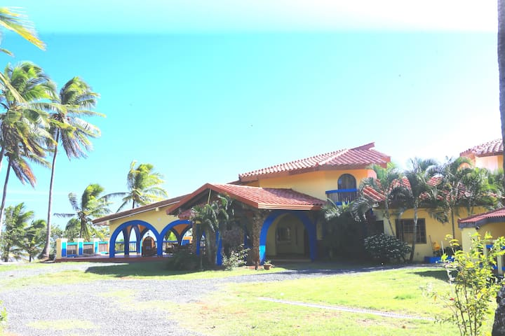 COSTA ALICIA, casa de playa en Las Tablas.