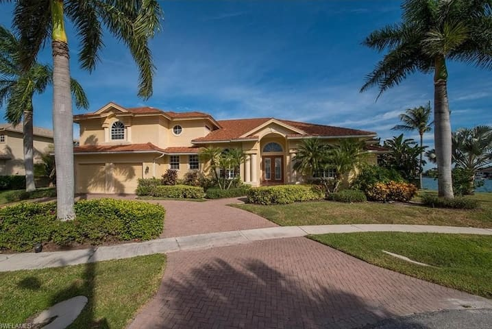 Waterfront Marco Island Beauty! - Marco Island - House