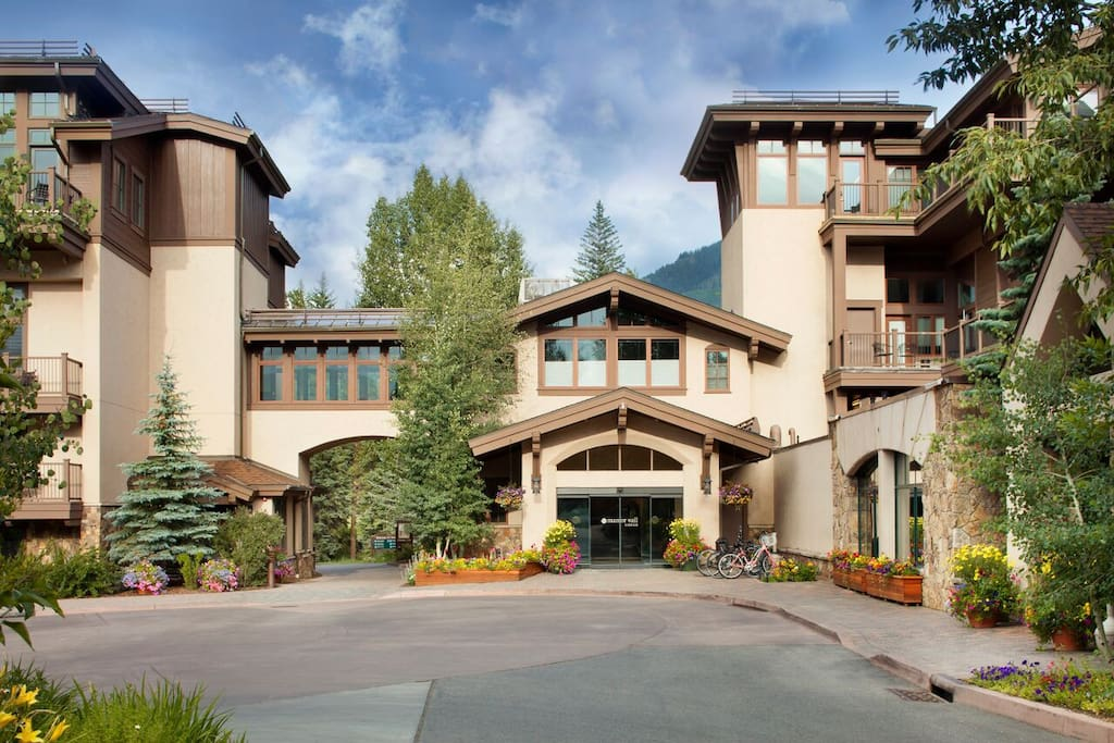 Manor Vail Lodge Entrance