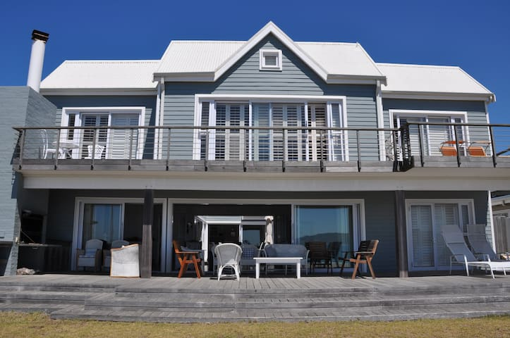 Modern beachfront house (main beach), Buffalo Bay