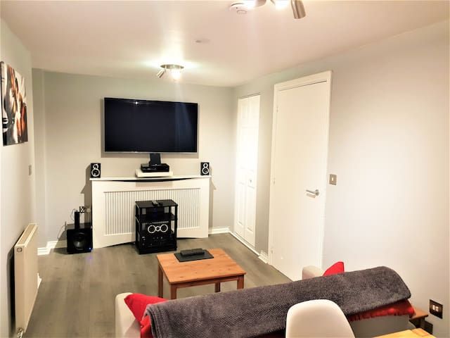 Modern Apartment, Central Reading parking 4 guests