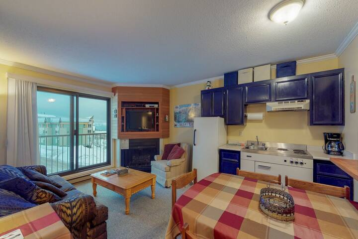 Condo located slope-side on Perfection run with shared seasonal pool & hot tub!