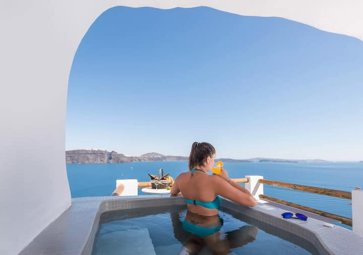 Honeymoon Cave Suite with Hot Tub and Volcano View