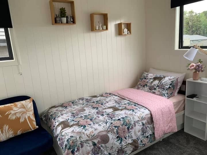 Self contained cabin in Whangarei
