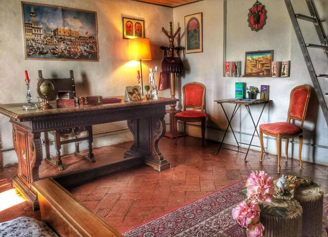 Classic room just beside Florence train station.