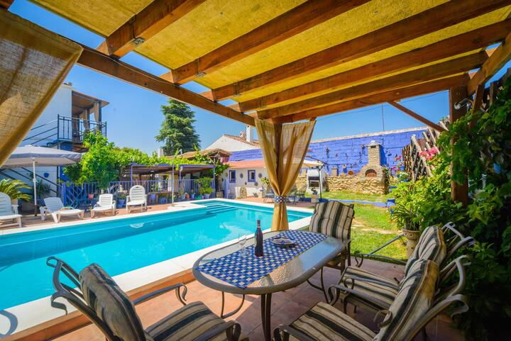 Villa with 3 bedrooms in Peñaflor, with private pool, enclosed garden and WiFi