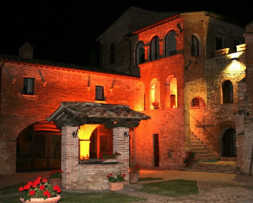 Antica Dimora Corte del Petrogallo - Apt Papavero By night