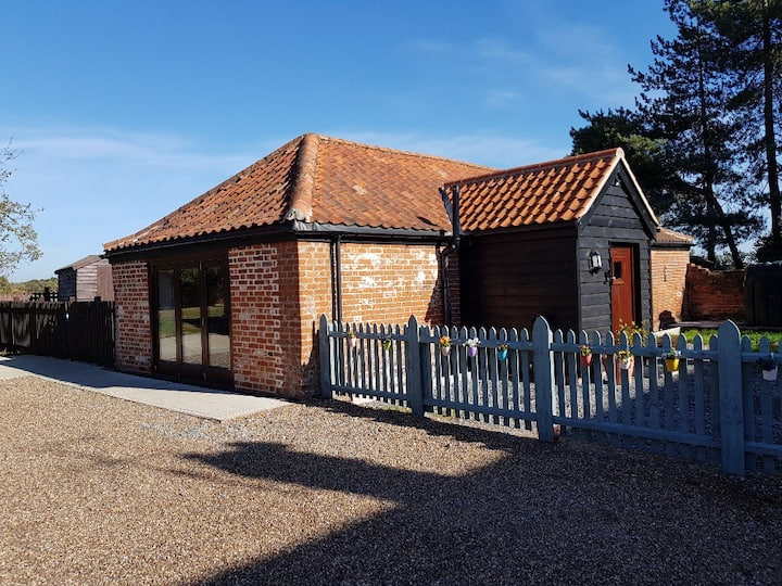 Stables, Darsham: rural retreat, 4 miles to beach