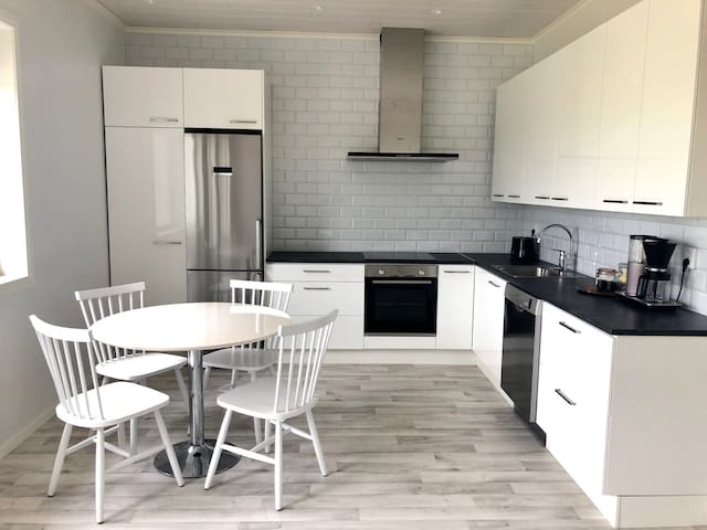 New 2 bedroom flat in the center - 24h check in