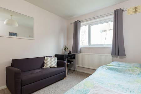 Single Room - Close to Station - Croydon - Apartamento