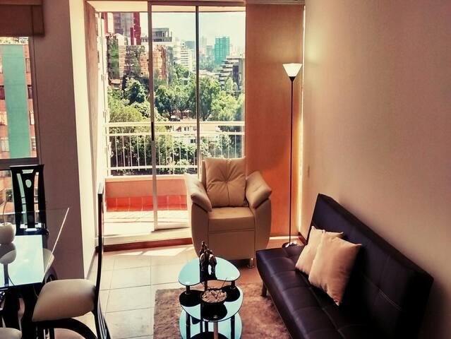 Modern 3bedroom apt near LlerasPark