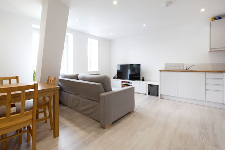 2 Bed Flat with roof garden, central Aylesbury