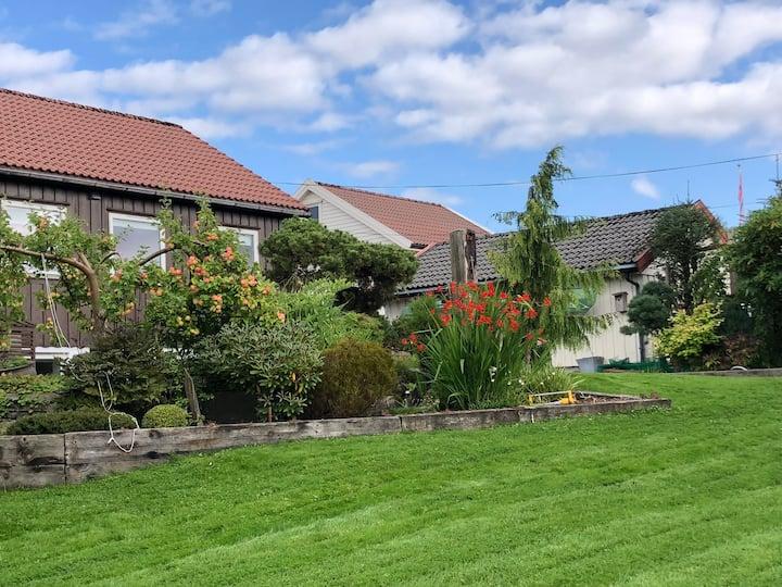 Cozy house, lovely garden in center of Haugesund