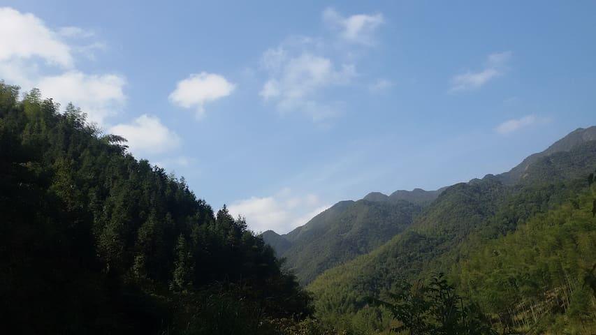位于山林的悠闲度假自建房 - Hangzhou - Casa