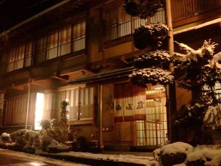 Nostalgic Hot Spring Ryokan close to Jigokudani Wild Monkey Park