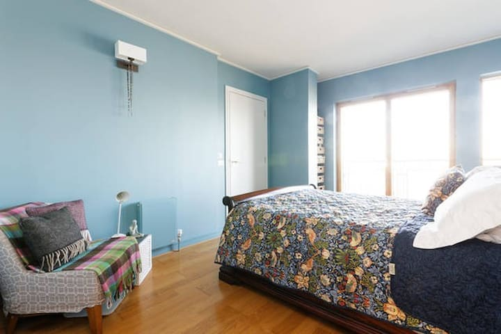 King size bed in comfortable private room with plenty of storage space and a private ensuite bathroom