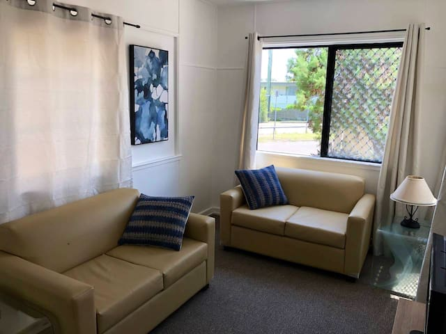 Two bedroom unit just off the strand with Wifi