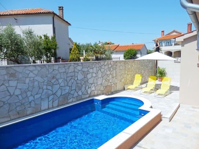 Beautiful Villa Antonette with pool - Peruški - วิลล่า