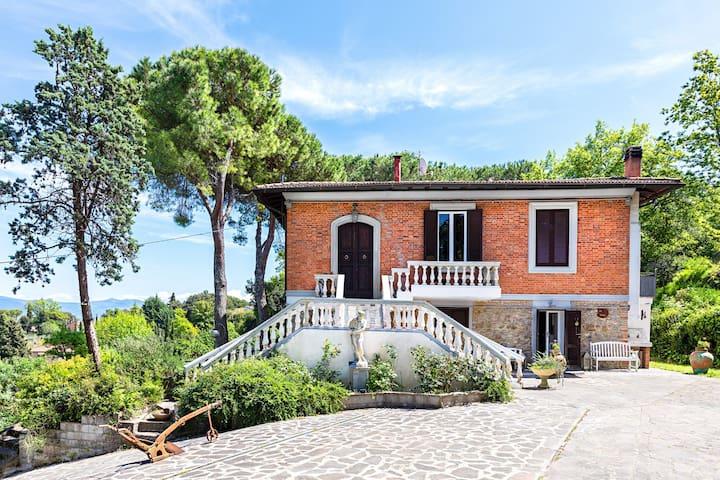 """""""Villa il Sito"""": tra campagna toscana ed il mare."""