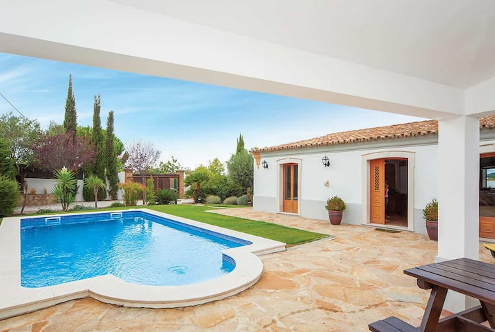 Charming countryside villa with a pool in Sao Bras