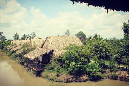 Green Village Mekong (Lake view king bed bungalow)