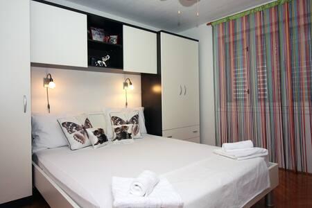 Apartment in Tisno Center TP136A1 - Tisno