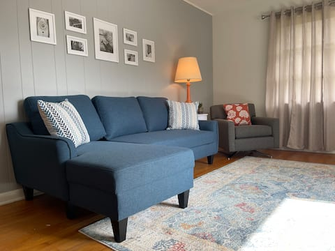 Bright 1 Bedroom. Steps from Historic Downtown.
