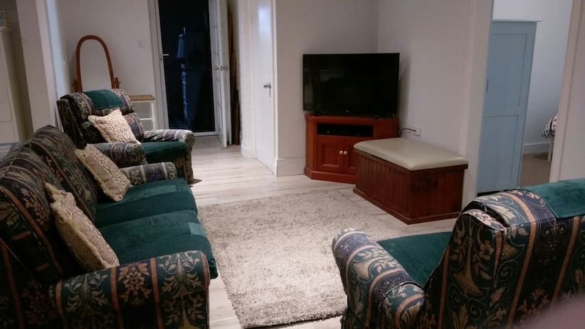 Cowan: FSC private 2 bed unit in bushland setting. - Cowan - Pousada