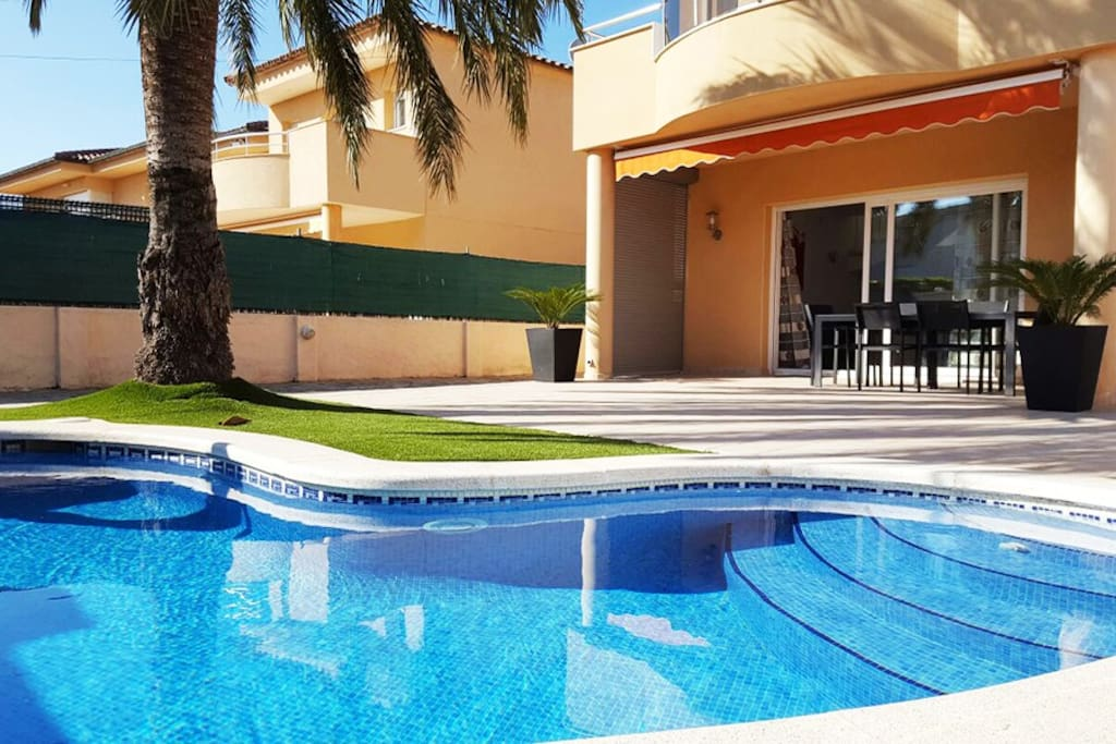 Hermosa casa con piscina casas en alquiler en for Apartamentos en madrid con piscina