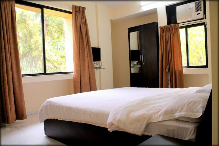 BED AND BREAKFAST IN 1200@KALYANI NAGAR