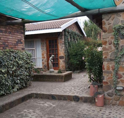 Gemsbok Cottage 2