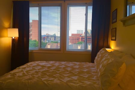 Penthouse Private Room/Bath-Stunning DowntownViews - Baltimore - Condominium