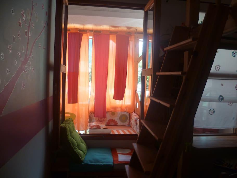 chambre enfant et sa vue terrasse