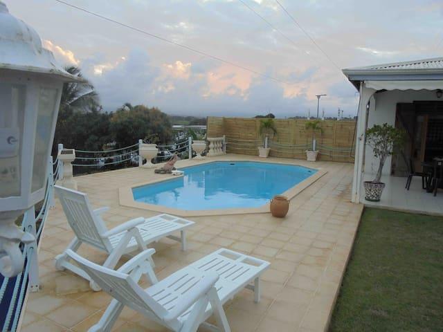 Villa Créole de 170m²avec piscine - Baie Mahault - Villa