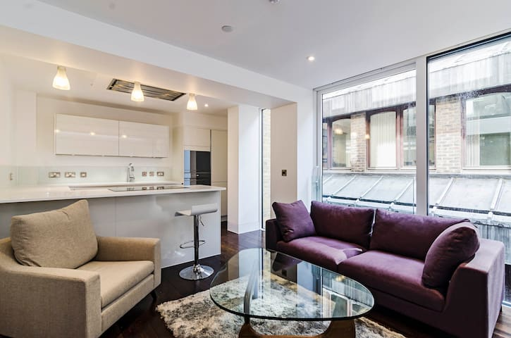Contemporary One Bedroom Apartment in the City